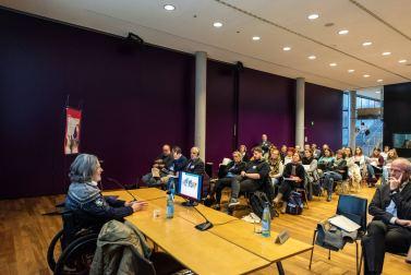 Enzo Dellantonio, presidente della Cooperativa independent L di Merano, durante l'intervento di apertura del recente convegno di Bolzano